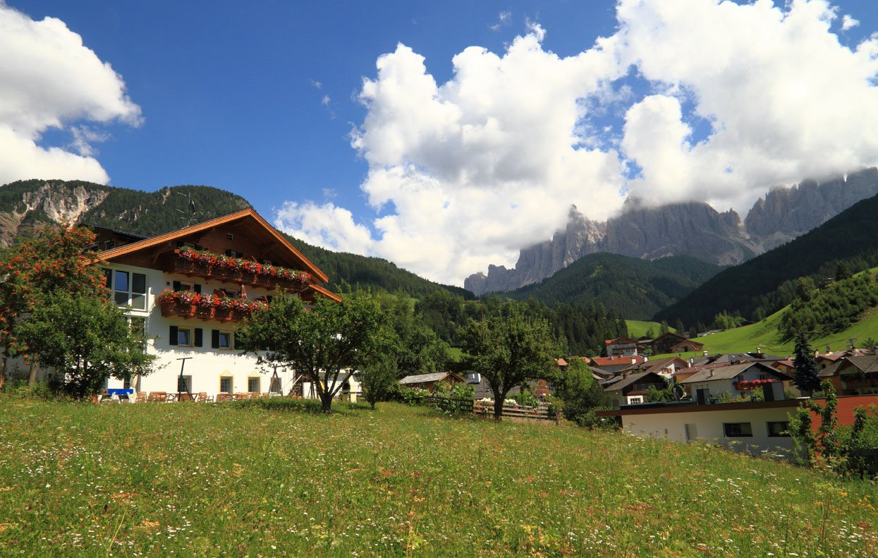 A holiday in the Funes valley accompanied by nature, culture and culinary art